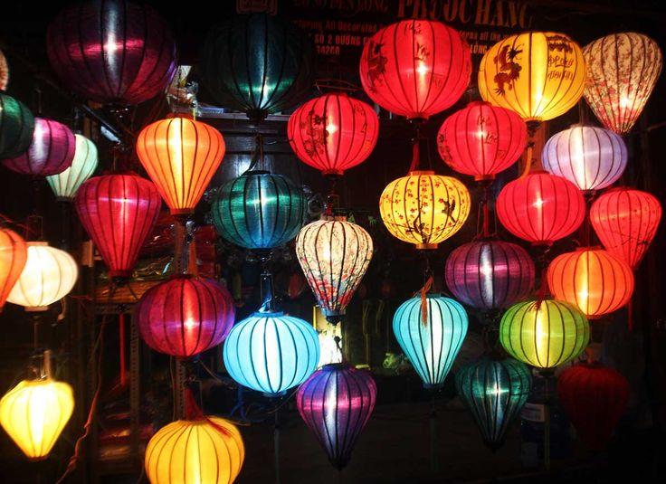 ベトナムには、ソンドン洞窟、ホアルー・タムコック、カオバンなどまだ誰も知らない絶景や秘境はもちろん、世界遺産のハロン湾、ビーチリゾートのニャチャンなど、経済都市ホーチミン、ハノイなど観光名所に恵まれた国の一つです。またフォーや生春巻きなどのベトナム料理も旅行者に親しまれています。今回はそんなエキゾチックなアジ |アジア, ベトナム|アイディア・マガジン「wondertrip」