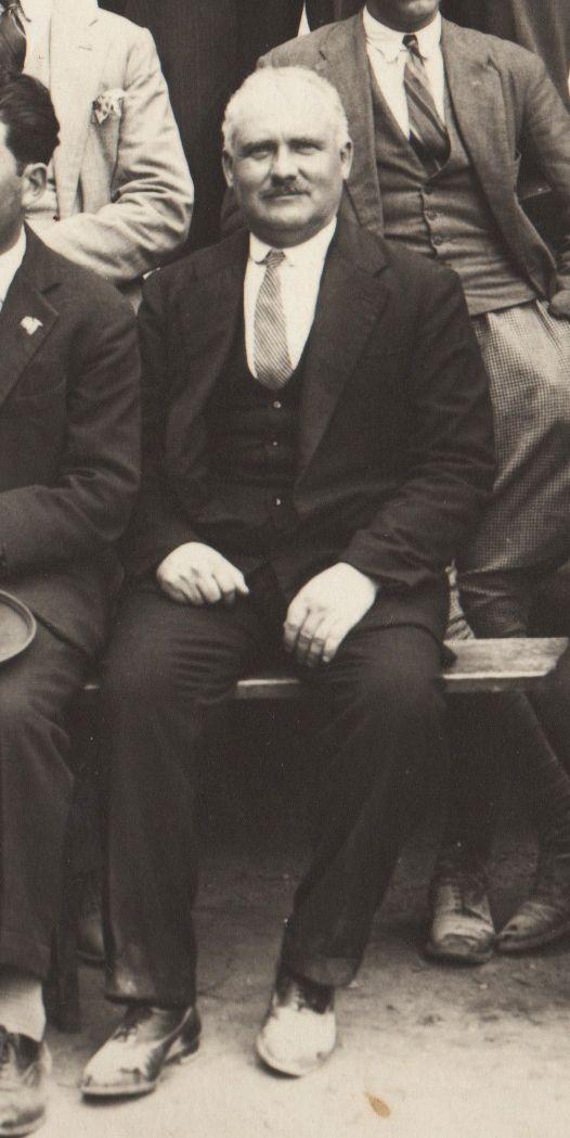 """Alfonso Mazzei (1885-1969), allievo della Scuola di Belle Arti di Pietrasanta (sez. Architettura) nei primi anni del novecento, insegnò Ornato, Geometria descrittiva e Disegno professionale dall'a.s. 1911/12, quindi diresse lo """"Stagi"""" dal 1918 al 1951. Il Presidente della Repubblica gli conferì l'onoreficenza di Cavaliere. Al Mazzei fu istituito un premio per gli studenti (foto del 1935, archivio Liceo artistico """"S. Stagi""""). Biografia in Flora-Paoli """"I 130 anni..."""", pp.245-246, foto p.122."""