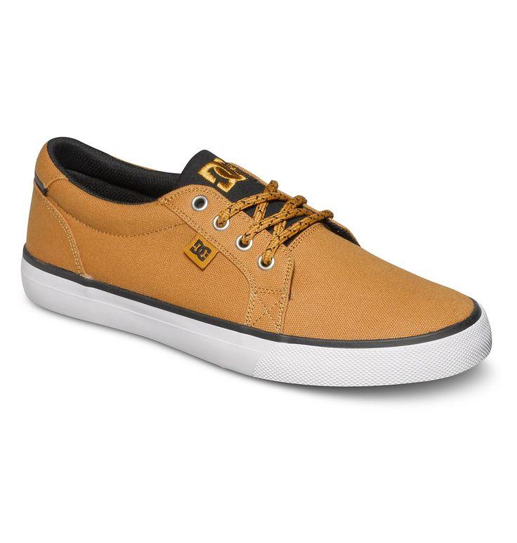 Council TX - DC SHOES Low Top Schuhe für Männer  Wir präsentieren dir stolz Council TX von DC Shoes. Diese Low Top Schuhe für Männer, Obermaterial aus Canvas für mehr Atmungsaktivität und leichtes Tragegefühl, sind Teil der Spring Collection 2015. Weitere besondere Features sind: Clean Toe Design und Metallösen.  Merkmale:  Low Top Schuhe, Obermaterial perforiertes Wildleder, Saubere Toe-Des...