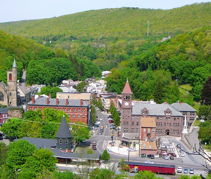 Explore Jim Thorpe, Pennsylvania for some rich history & outdoor adventures in the Pocono Mountains! #PoconoMtns