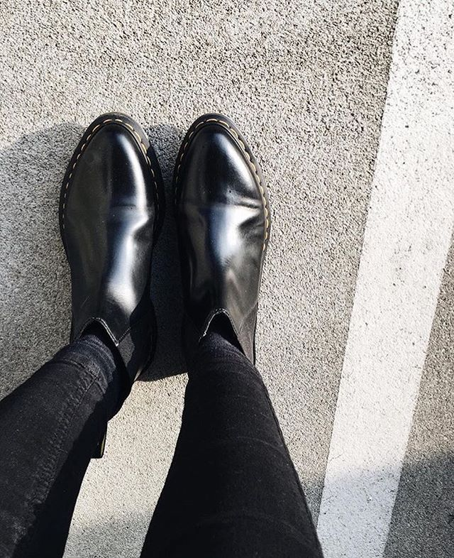 All black everything: Dr.Martens Bianca Black Polished Smooth  Photo by @theplaincircle  #drmartenstyle