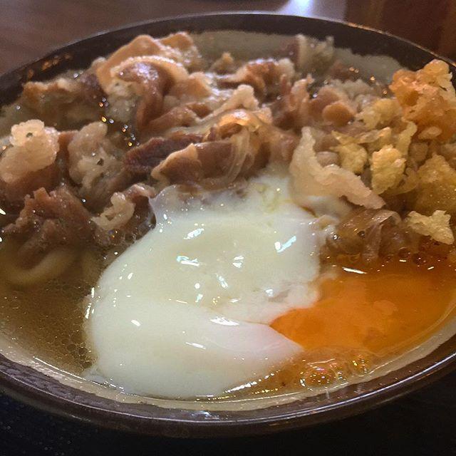 さぬきの肉玉うどん✨ コシがあり やっぱり旨い😋 #香川#さぬき #うどん#さぬきうどん #麺スタグラム#麺スタ #麺スタグラマー  #うどん部 #肉 #うどん県  #肉うどん#温泉たまご  #グルメ#食べ歩き #ランチ#らーめん #お昼ごはん  #udon #fugu#seafood #japanesefood  #dalicious#yummy #kagawa  さぬきは うどん屋さん  沢山あるね‼(•'╻'• )꒳ᵒ꒳ᵎᵎᵎ