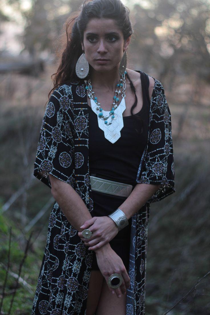 Collar de esferas turqueza, cinto pinares, esclava rio de la plata, aros gota y collar reina mestiza. Anillo picazo negro