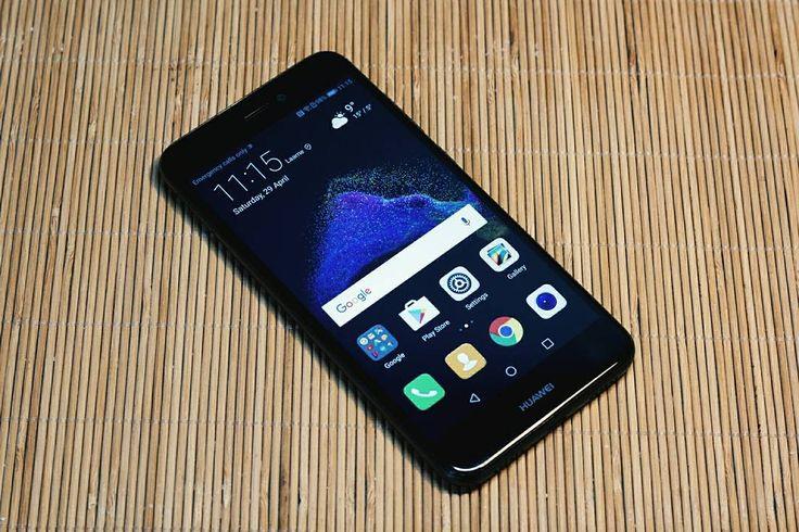 De Huawei P8 Lite 2017 moet het vooral hebben van een uitstekende batterijduur als we de reclame mogen geloven. Of dit ook echt het geval is vergeleken met andere toestellen lees je binnenkort op onze site.  @huaweimobilebe Edited using #VSCO filter HB2 #tech#techphotography#smartphonephotography#gadgets#techblogger#smartphones#smartphone#huawei #huaweip8lite2017