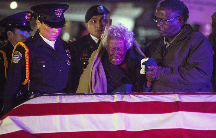 Clara Gantt se reúne con el cuerpo de su marido -desapareció durante la guerra de Corea- después de más de 60 años