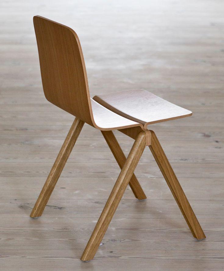 Wat: Copenhague stoel Ontwerper/fabrikant: Ronan & Erwan Bouroullec, Hay Herkomst: Denemarken Materiaal: Beuken (hout), Eiken (hout) Prijs: € 369,-