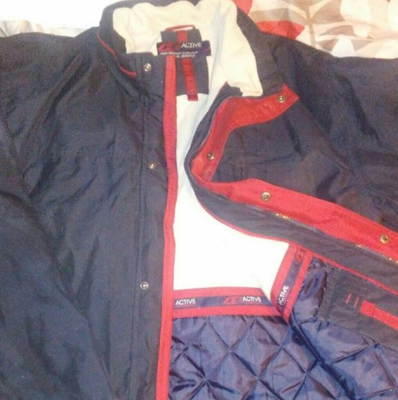 Mens Active Wear Winter Coat Like new xl Mens active wear coat. Lots of pockets inside and out. Great for keeping warm in cold weather. Yes winter just passed...but it will be back again in 6months. Great buy. Make me an offer. Jackets & Coats Utility Jackets