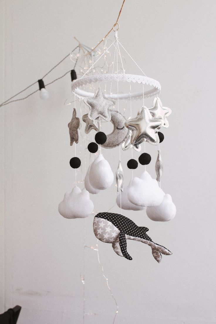 """Monochrom baby mobile """"MOM is GLAD"""""""