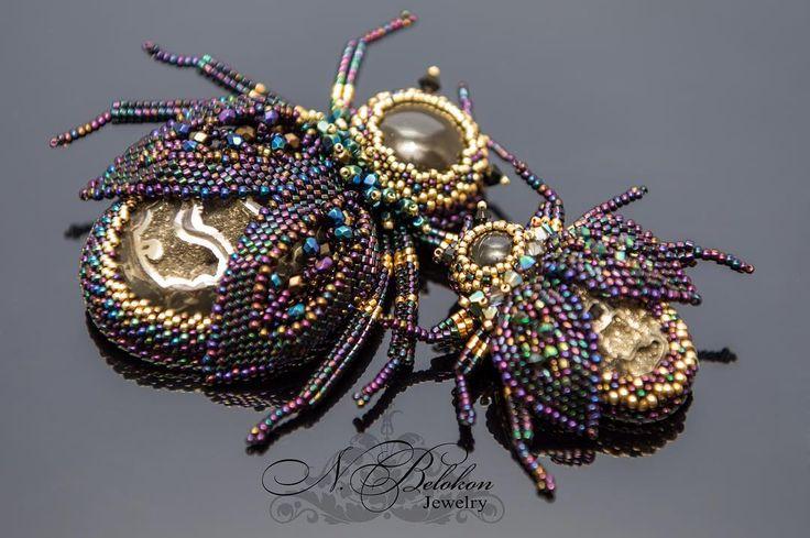 Парочка жучков  #брошь #жук #украшения #вышивкабисером #изумрудный #золотой #фиолетовый  #жеода #жеодасимбирцита #бисероплетение #beadwork #beaded #beading #beadembroidery #brooch #jewelry #simbircite #purple #gold #beetle #emerald  #чешскиебусины #czeshbeads  #czechbeads #fossil #сидерит  #n_belokon_jewelry