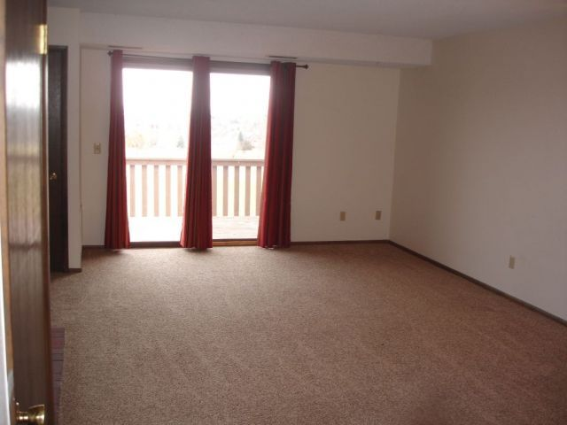 Two Bedroom Apt. in Heights by Golf Course - Billings MT Rentals # 3468 - Two bedroom apartment w/ 1 car garage. Located in Heights, north of Wicks. Electric range/stove, dishwasher. Gas forced heating, carpeted living spaces. On-site coin-op laundry. Close to local golf courses and schools. | Pets: Not Allowed | Rent: $695.00 per month | Call Rainbow Property Management, Inc. at 406-248-9028 http://freerentalfinder.com/billings-mt/for-rent.php?rid=4660