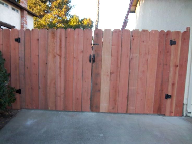 Quot Dog Eared Quot Double Swing Driveway Wood Fence Wood Fence