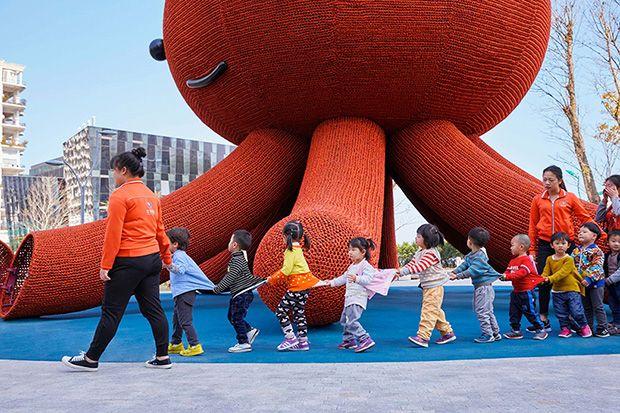 Arquitetura: Parque infantil em formato de polvo - Florentijn Hofman