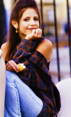 Sarah Michelle Gellar is easily one of my favorite tv actresses. She was my role model ever since I can remember.