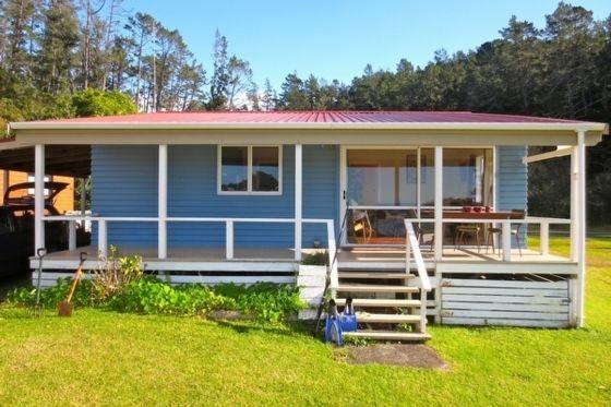 Lovely kiwi bach on Tairua estuary | www.bookabach.co.nz/26485