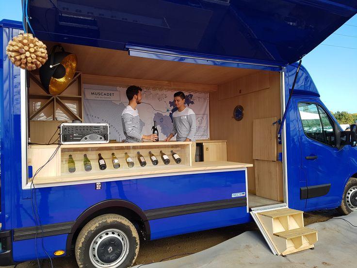 Bleu intense et bois blond, le nouveau Muscadétruck a de l'allure. Depuis la rentrée, il se déplace sur les routes de Loire-Atlantique pour faire découvrir les vins du Muscadet.
