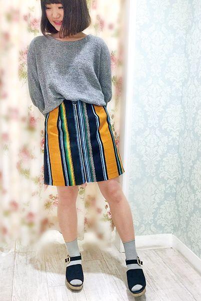 カラフルなスカートがメインの個性派スタイル。 トップスやソックスはベーシックカラーで統一感をプラス。  [レディライン]『杢リブソックス15cm丈』¥350+税 color : ウスグレー 『(M-L)伝線しにくいフィットして美肌ストッキング』¥350+税 color : ヌードベージュ (その他スタッフ私物)  当店のお取り扱いアイテム: レッグウェア、インナー、ルームウェア