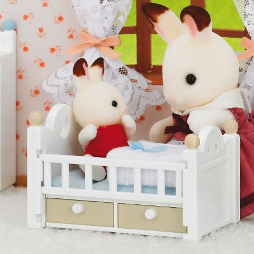 Sylvanian Families Chocolate Rabbit Baby with Baby Bed    store-petit.de