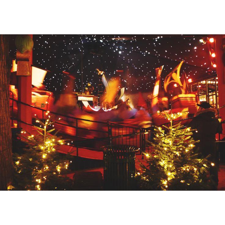 #tivoli #garden #tivoligarden #copenaghen #danish #giostra #carousel #lights #light #night #colorful #boat #joust