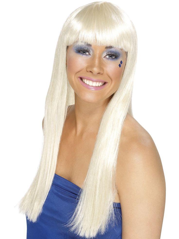 Platinablondin peruukki. Pitkähiuksinen, suora peruukki käy hyvin monenlaisten naamiaisasujen asusteeksi tai voit peruukin avulla vain muuttaa omaa hiustyyliäsi hieman toisenlaiseksi.
