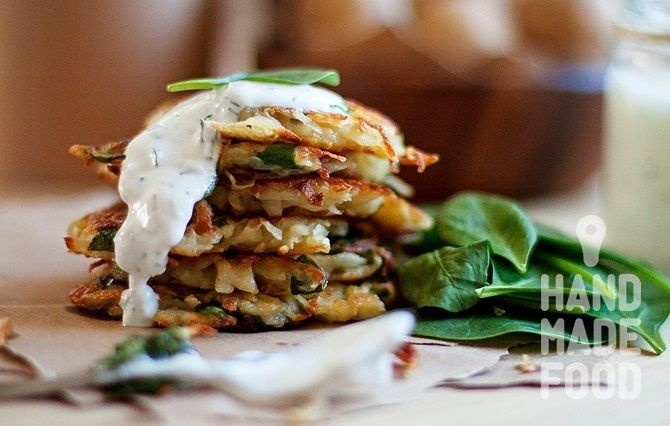Драники со шпинатом! http://handmadefood.ru/recipes/draniki-so-shpinatom