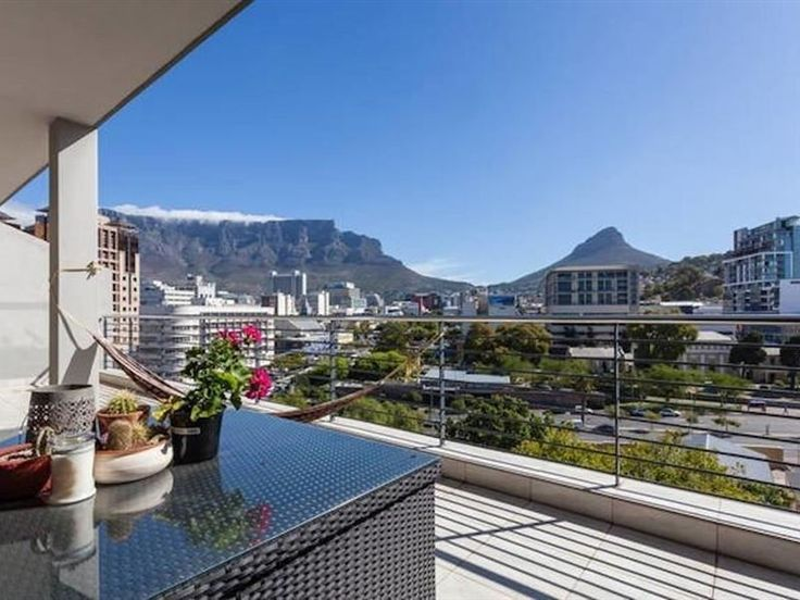 Amava Quayside - Fully equipped trendy apartment with modern amenities and breathtaking views of Table Mountain. Perfectly suited to both business travellers and families. Situated within walking distance to town, CTICC, ... #weekendgetaways #dewaterkant #capetowncentral #southafrica