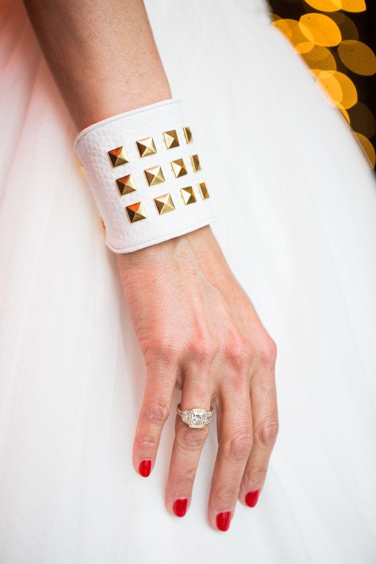 Leysen   Bridal Selection   Engagement ring   Yellow gold Candy ring set with a radiant-cut diamond. /// Bague de fiançailles   Jolie bague Candy sertie d'une diamant radiant, Art Déco ou contemporaine, à vous de choisir...