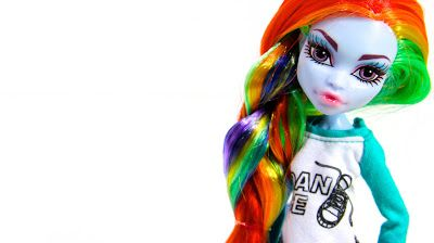 My Froggy Stuff: Trying the Whole Custom Doll Thing... Again: Monster High Abbey to Rainbow Dash