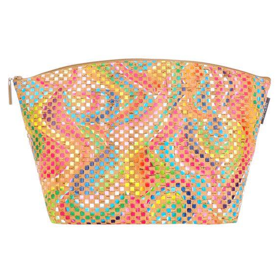 Hoi! Ik heb een geweldige listing op Etsy gevonden: https://www.etsy.com/nl/listing/248418917/kleurrijke-kurk-make-up-tas-grote