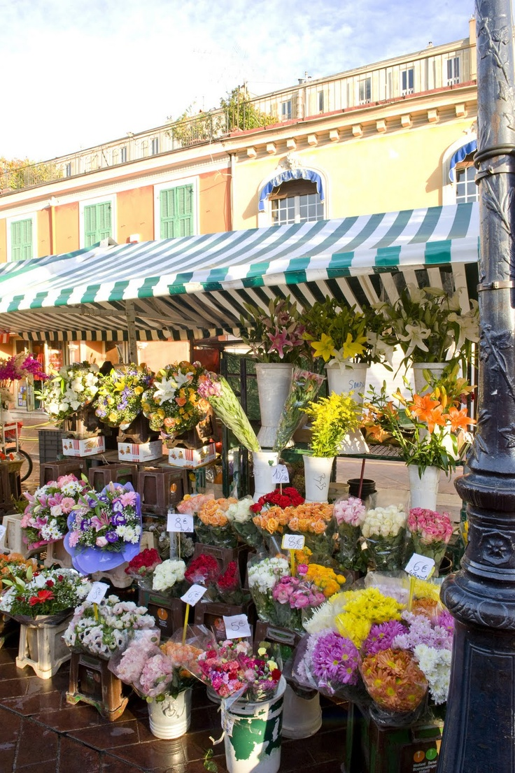 A stall in the Marche aux Fleurs, Nice. Taylor would love to paint this!