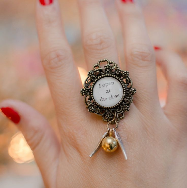 "Anillo ajustable de snitch ""I open at the close"" 
