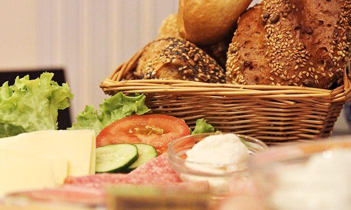 Café Alte Liebe - Duisburg: Genießerfrühstück mit Heißgetränk und frisch gepresstem Orangensaft für Zwei oder Vier im Café Alte Liebe ab 12,90 €