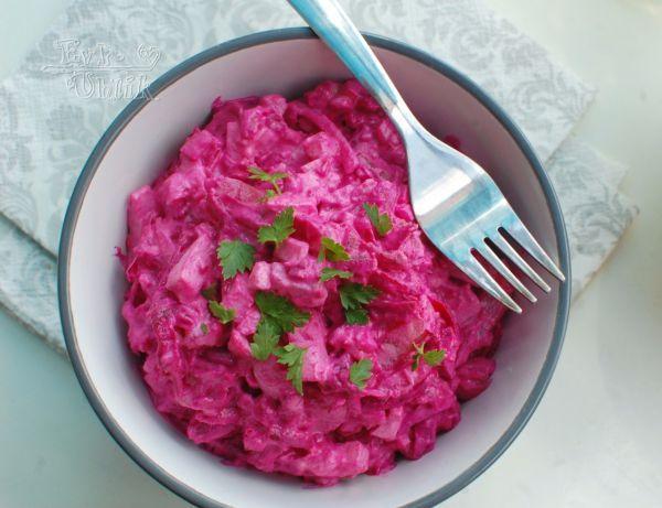 Fotorecept: Zemiakový šalát s červenou repou - Toto je taká zdravá alternatíva zemiakového majonézového šalátu, veľmi chutná, vhodná nielen ako príloha ale aj ako samostatné jedlo.