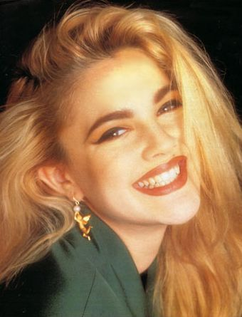 Perfect early 90s hair, cat eyes, and blazer. Matte lipstick FTW