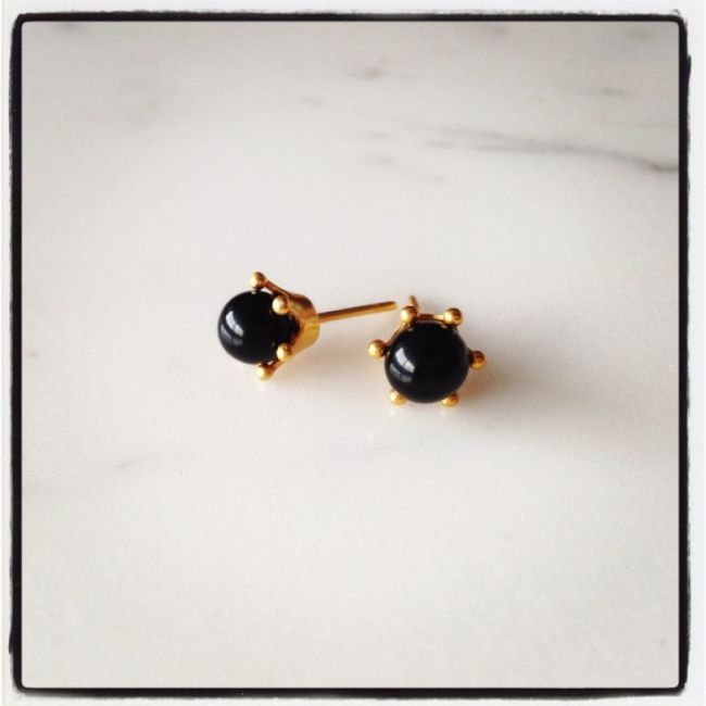 Crown Earrings with black onyx Price: 25€