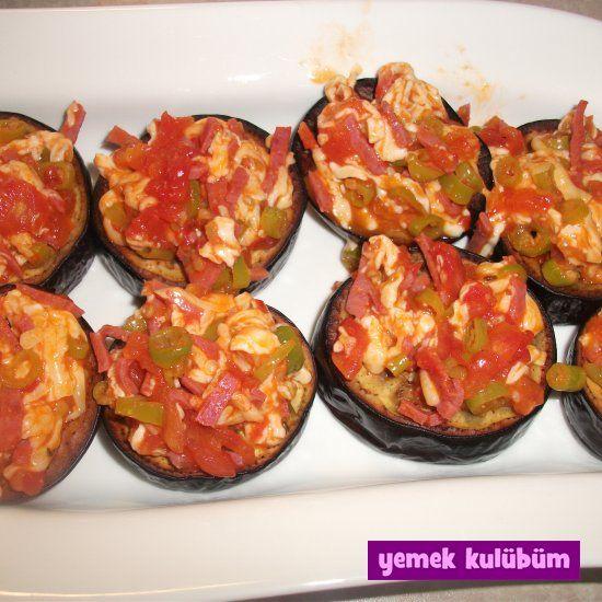 Fırında Patlıcan Pizzası Tarifi nasıl yapılır? Resimli Fırında Patlıcan Pizzası Tarifi anlatımı için tıklayın. Vejetaryen ve diyabetik yemekler.