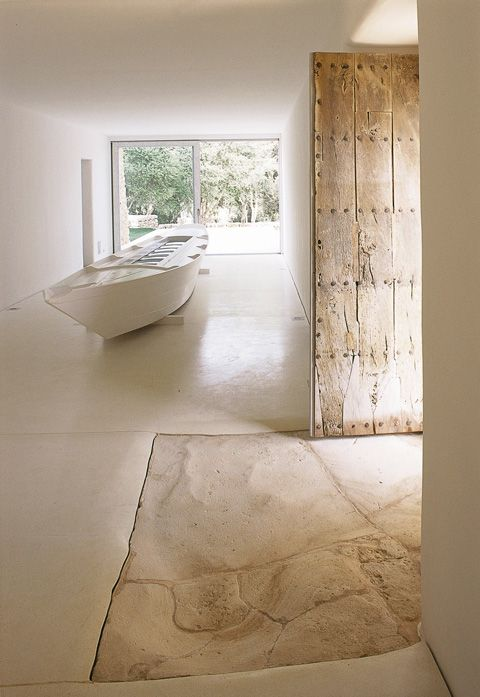 ♂ nature interior design organic living Rough stone – smooth steel The rocky ground doesn't even stop at the door, photo © Nicolas Matheus