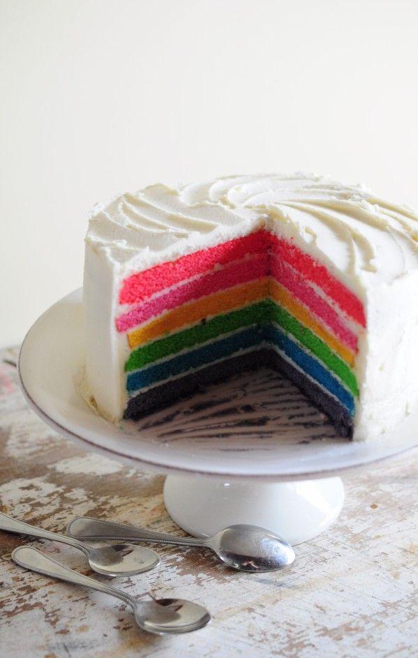 Rainbow cake (27)http://www.lapopottedemanue.com/article-recette-du-rainbow-cake-en-etapes-115650257.html