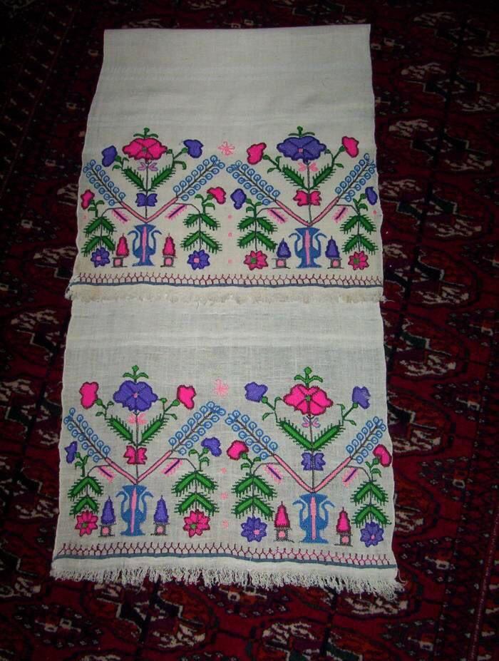 Embroidered 'makrama' (napkin).  Northwestern Anatolia, 1900-1950.  This is 'two-sided embroidery' (front and rear are identical), stylized floral motifs.   The object could also be used as an apron in festive women's costumes (generally in Thrace and northwestern Anatolia).
