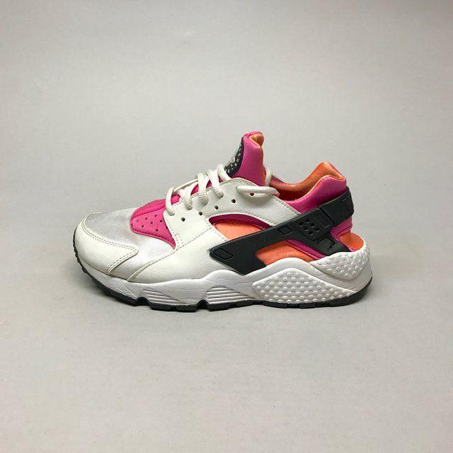 Nike Air Huarache Size US 6 EUR 38,5 Runs small, fit if you