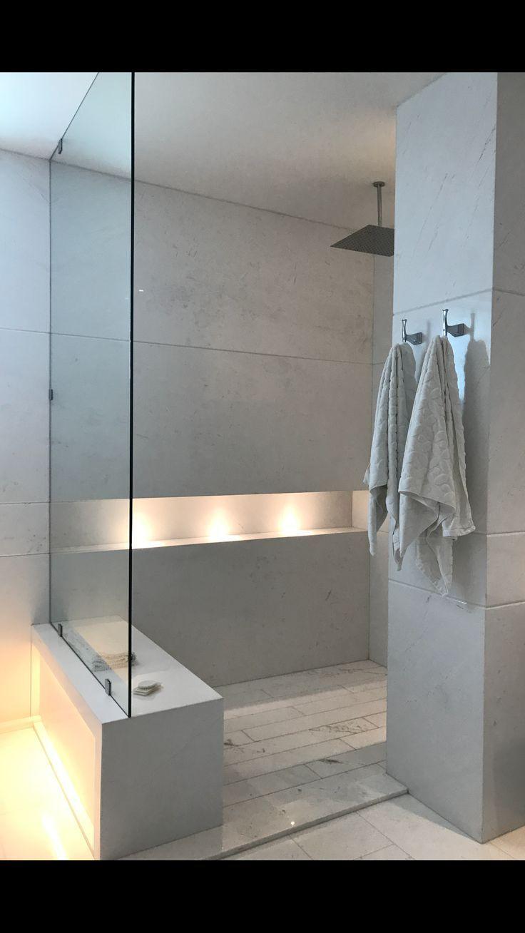 Bad, in der Dusche sitzen, Lichter