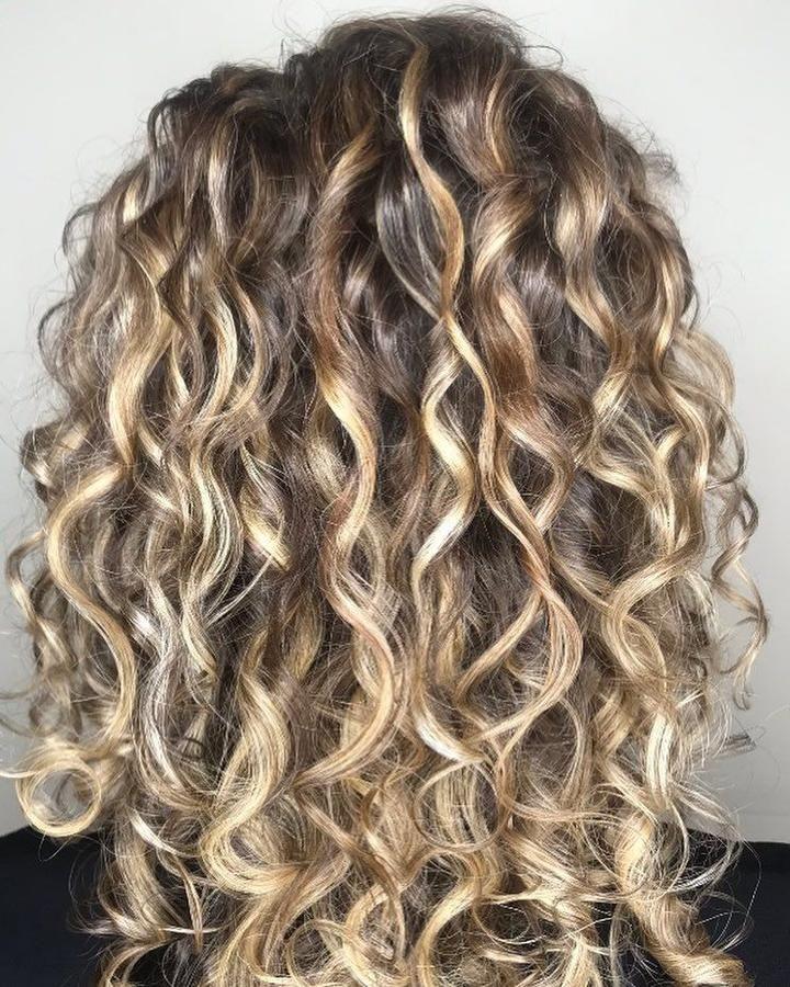 Robyndevacurl H A I R In 2019 Blonde Highlights Curly Shebelt Mall Highlights Curly Hair Blonde Curly Hair Natural Blonde Highlights Curly Hair