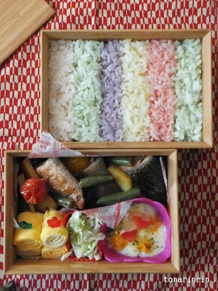 Tonarinrin's beautiful mutsugi Take Bako bento  We received a very beautiful bento from one of the winners of the Kawaii Bento World Grand Prix, which Bento&co collaborated on with the famous Japanese soy sauce company Yamasa. The winner, who goes by the handle Tonarinrin, won a Take Bako bento box and sent us this amazing photo. She says it was inspired by the traditional Japanese woven fabric, tsumugi…