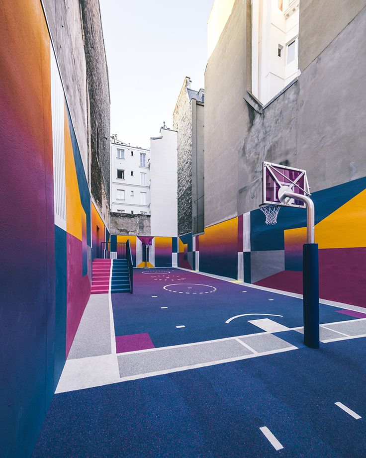 This multicoloured, 90s-inspired, basketball court in Paris is the creative work of Pigalle, NIKE and Ill-Studio to mark the launch of Pigalle and NIKElab's latest clothing range collaboration. How amazing would it be to play here?