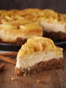 Karamell-Cheesecake mit Zimt-Äpfeln Mehr