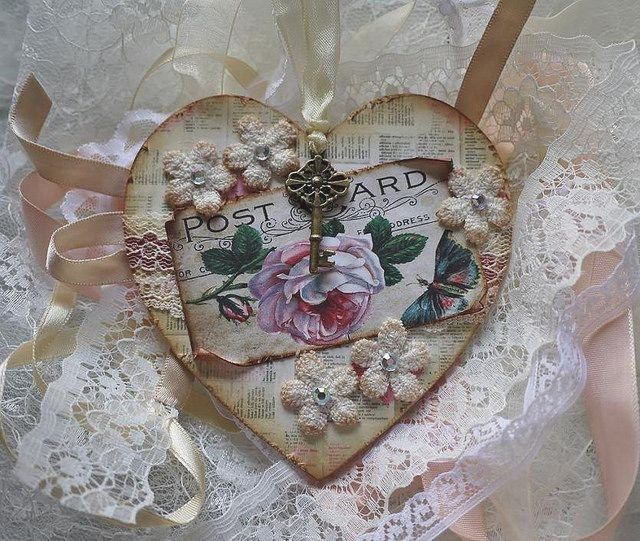Handcrafted vintage hanging heart by Annie Collins. Vintage rose topper from #Cardmakersdelights  #shabbychic