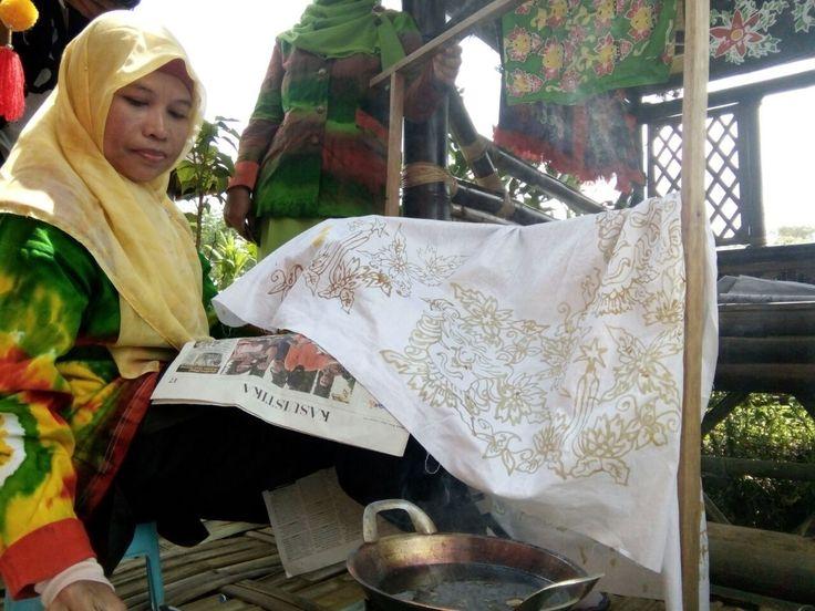 Kampung Wisata Berdayakan Ibu Rumah Tangga di Malang https://i1.wp.com/malangtoday.net/wp-content/uploads/2017/04/Kampung-Budaya-Polowijen-4.jpeg?fit=1280%2C960&ssl=1 MALANGTODAY.NET– Kampung wisata di Kota Malang jumlahnya terus bertambah. Pemberdayaan terhadap ibu rumah tangga pun akhirnya ikut meningkat, dan berpengaruh pada perputaran ekonomi. Kenyataan itu dirasakan oleh para perajin batik di Kampung Budaya Polowijen. Meskipun masih terhitung... https://malangtod