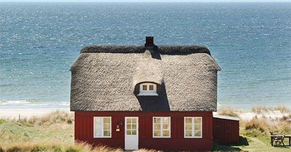 Wer gern Urlaub in Dänemark macht, der freut sich vielleicht so wie ich im Herbst auf die neuen Kataloge, oder? Oder sind sie Euch zu dick und es macht keine Freude mehr, in ihnen zu blättern? Das kann ich auch gut verstehen! Gerade, wenn man sich nicht so gut... #blåvand #cottage #traveldreams