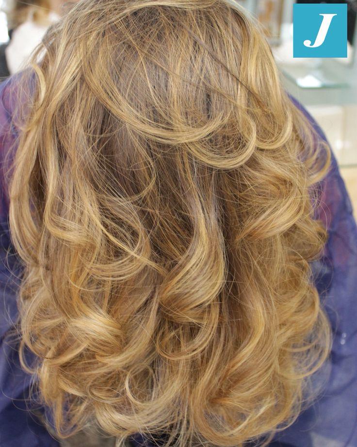 Sfumature con effetti naturali _ Degradé Joelle #cdj #degradejoelle #taglipuntearia #degradé #igers #musthave #hair #hairstyle #haircolour #longhair #oodt #hairfashion #madeinitaly