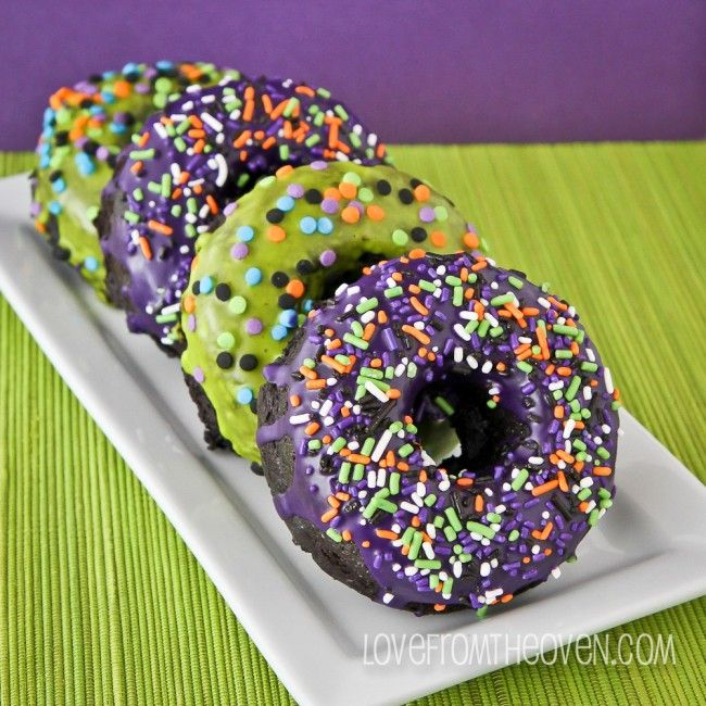 Halloween Donuts using @McCormick Spice Food Coloring and Vanilla.  A great #SpookySquad treat to start the day.