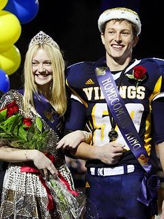 Dakota Fanning Crowned Homecoming Queen - Dakota Fanning : People.com